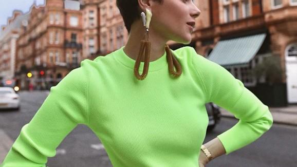 Alerta:  tendência neon retorna ao guarda-roupa das fashionistas