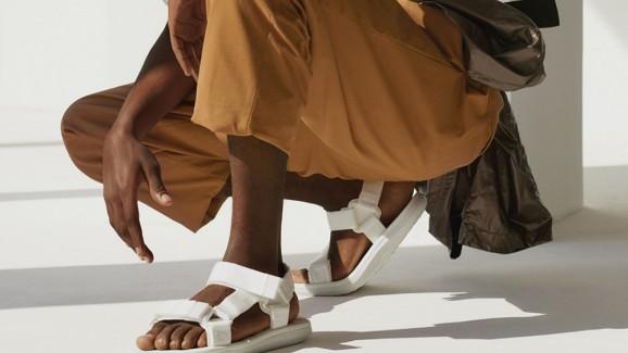 """As """"dad sandals"""" vão bombar no próximo verão. Come back: anos 90!"""