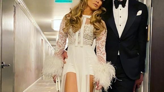 Jennifer Lopez usa shortinho na After Party do Globo de Ouro